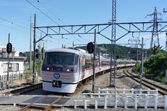 西武10000系「NEW RED ARROW」ラブライブラッピング「HAPPY PARTY TRAIN」(運行終了)。2019年には全車が新型車両001系「Laview」に置き換えられる予定