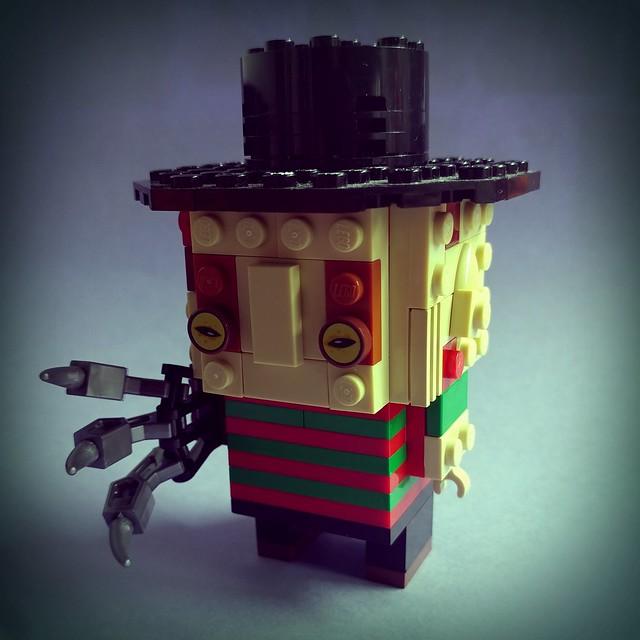 萬聖節主題: 費箂迪先生 1, 2 Freddy's coming for you, 3, 4 better lock your door, ...  #halloween #moc #lego #brickheadz #freddy