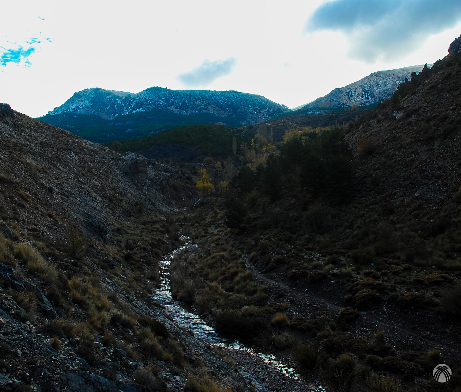 Curso superior del río Gor. Arriba el Calar de Rapa
