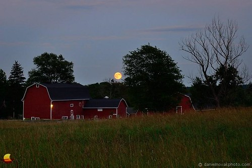 statepark moon ny newyork barn rural outdoors buffalo dusk july historic fullmoon moonlight redbarn bluemoon eastaurora 2015 knoxfarm etbtsy