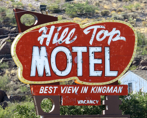 motel vintagemotel kingman arizona highdesert smalltown route66 metalsign neon vintagesign