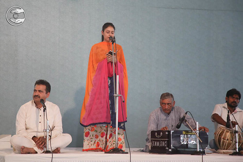 Devotional song by Namrata Arora from Hardev Nagar, Delhi