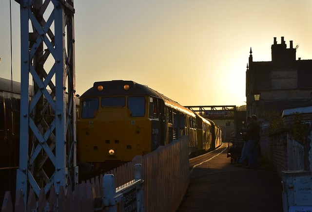With the setting Sun Behind them, 31459 & 31465 prepare to depart with the final train of the day to Peterborough (NVR).  Nene Valley Railway Class 31 Diesel Gala 15 10 2017