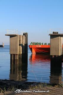 Fährhafen in Cuxhaven, Anleger, Ponton | by Stilkollektiv
