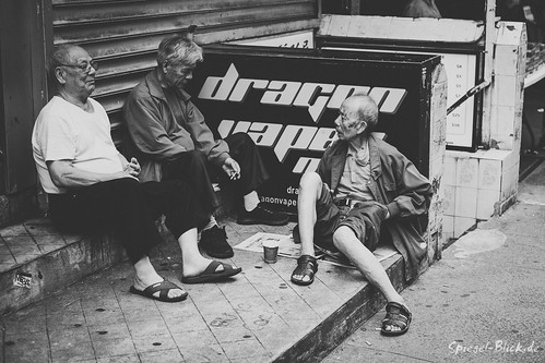 Street chat in China Town | by Ineound