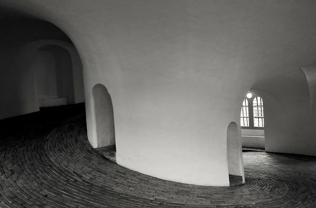 From light to dark going around. Rundetaarn/Round tower inside