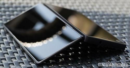 折迭式雙螢幕手機!ZTE Axon M 圖片曝光,傳聞將於 10/17 發表0