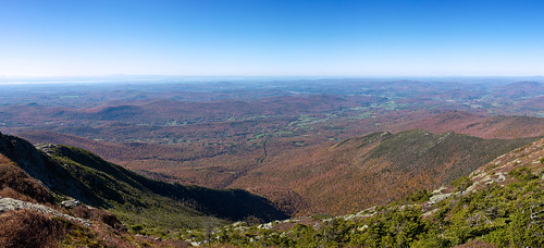 usa fall autumn vermont stowe mountmansfield smugglersnotch statepark leaves red yellow orange trees hiking trail skiing skiresort pano panorama
