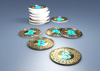 Bitcoin - einige in Reihe Stapel weiss | by Christoph Scholz