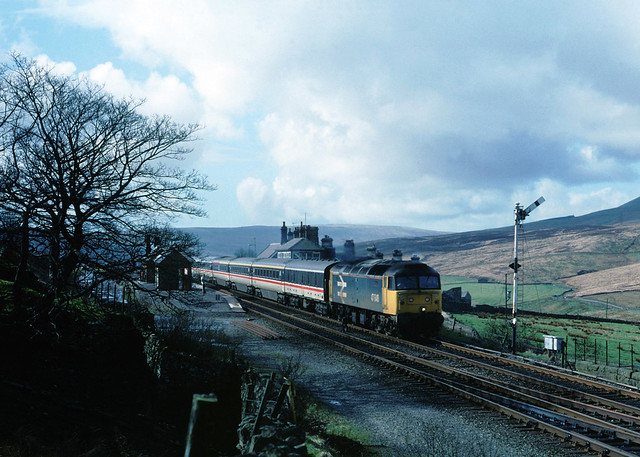 2nights oldie represents the early part of the year for a period of around 5 years, when WCML trains were divered via the S & C with diesel traction....now they use buses....1S39 47646 12-47 Euston-Glasgow Garsdale 11-03-1989