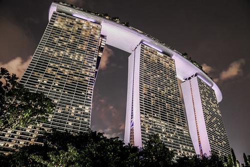 singapore marinabaysands skyscraper illuminated city skyline landscape highrise purple hdr nightlights 2561