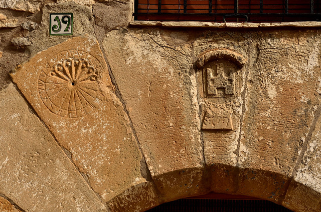 Sundial and Coat on an arch. 1567