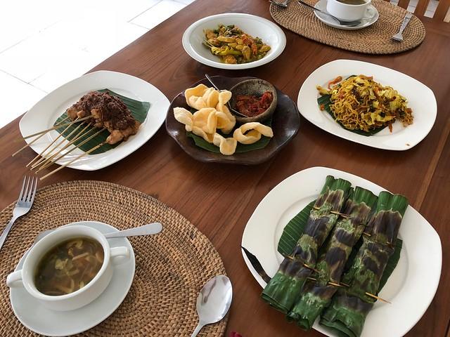 月, 2017-11-13 03:33 - Ketut's Bali Cooking Class