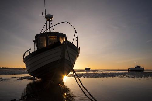 sunrise mud riverthames fishingboats rope chain essex thorpebay sundaylights landscape greatphotographers