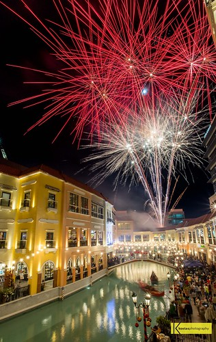 taguig megaworld venicegrandcanalmall landscape canon6dmarkii philippines itsmorefuninthephilippines lights longexposure fireworks tripod beautiful show manila outdoors megaworldlifestylemalls night mckinleyhill colors