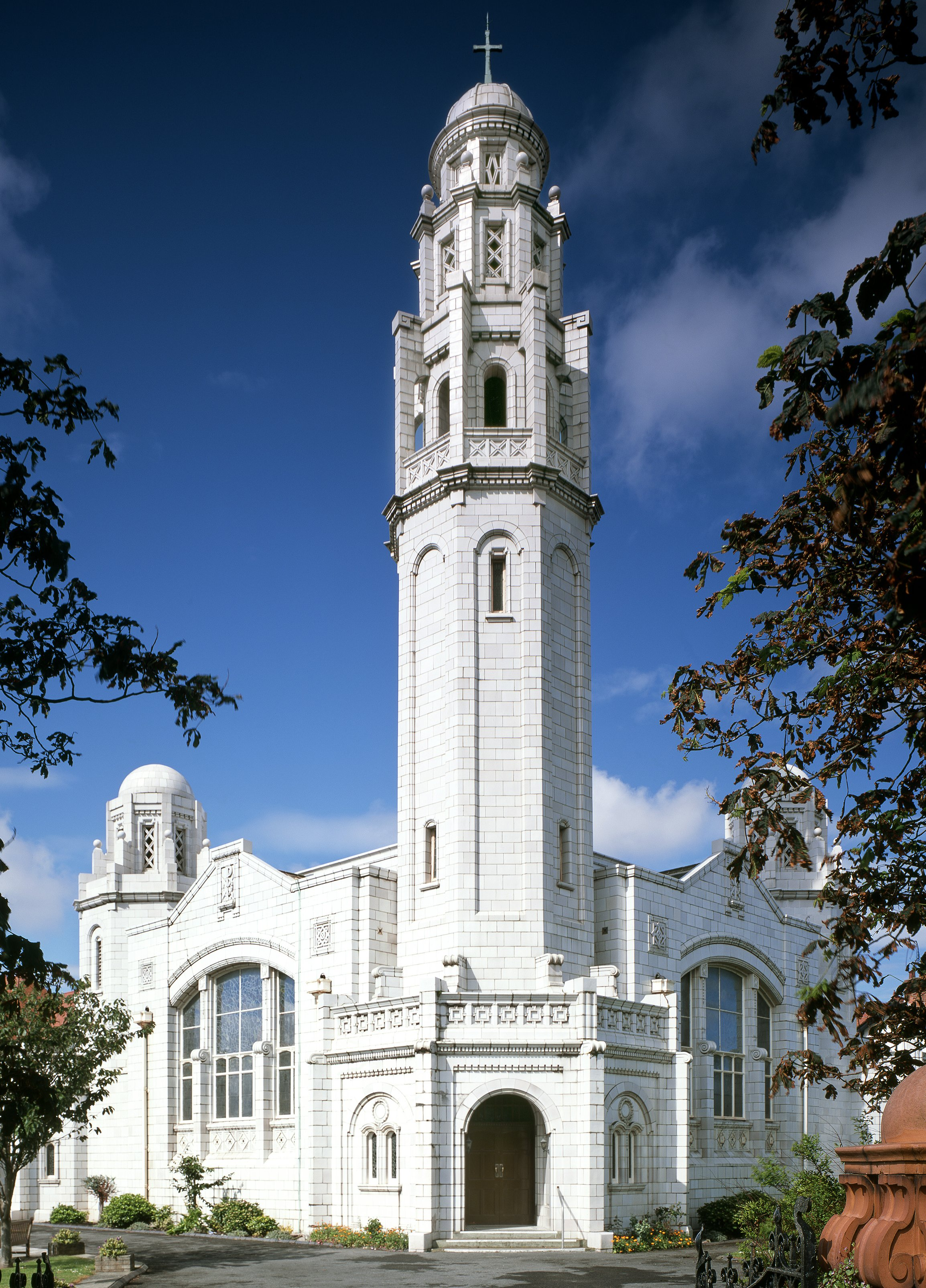 Lancashire, LYTHAM ST ANNE, FairhavenUnited Reformed Church (Patrick Baldwin)