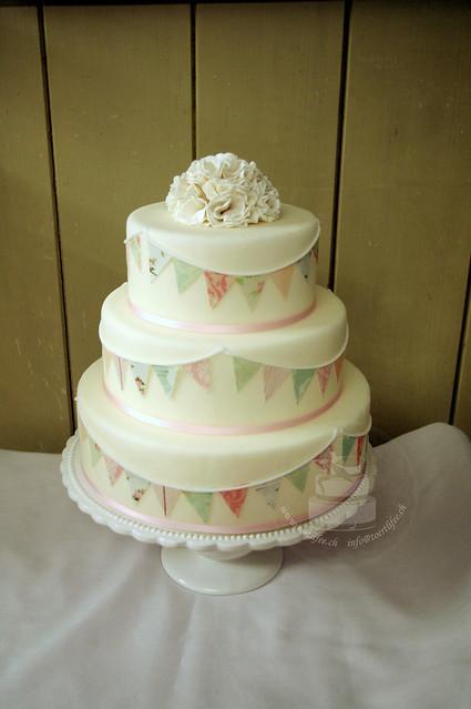 Garlands Cake