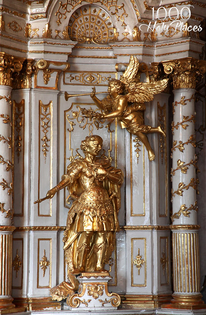 Klosterneuburg's Gilded Figures