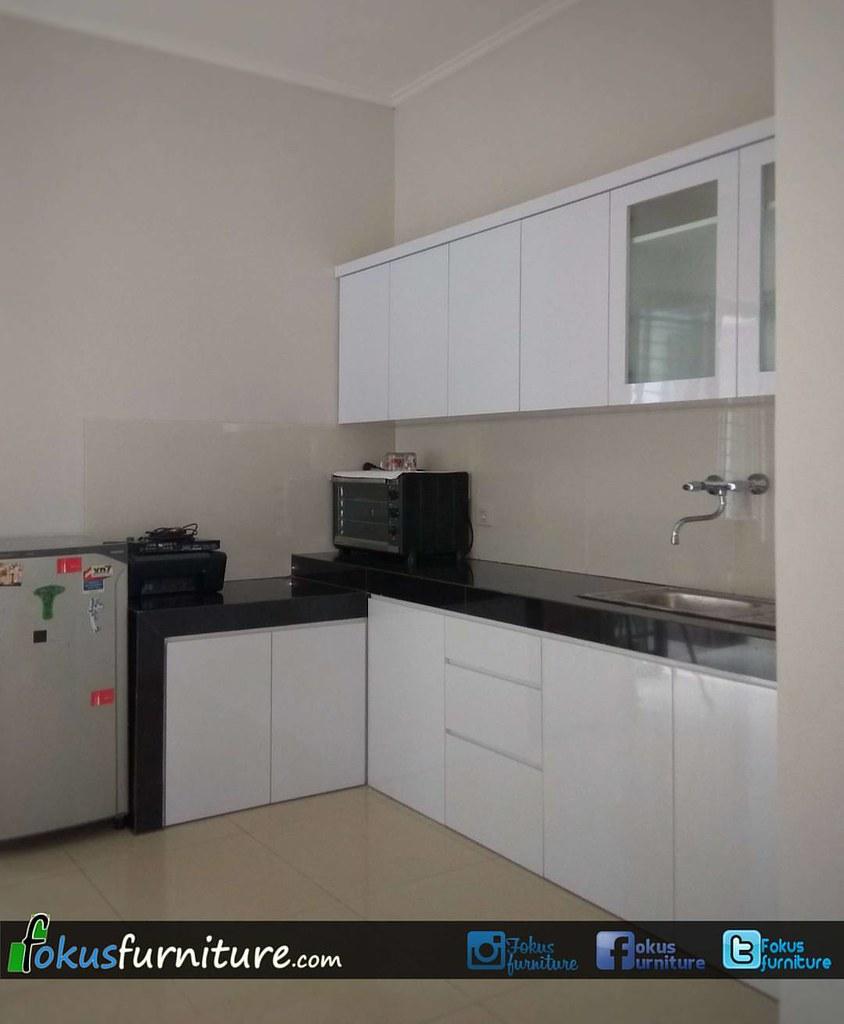 Tangerang kitchen set minimalis finishing hpl putih di cluster asia green lake city cipondoh tangerang