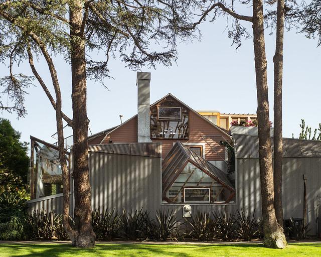 frank gehry's house in santamonica