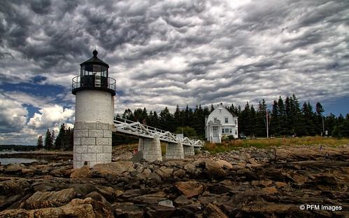 marshallpoint portclyde lighthouse light maine coast coastal seaside oceanside rocks lightkeeper pinetrees sky cloudy bridge outdoor canon eos 7d slr blue grey white forestgump rock water