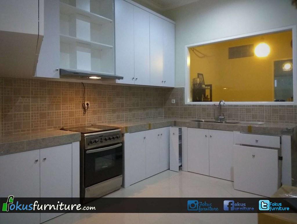 Bedroomset kitchen set minimalis finishing hpl putih di jatiwaringin pondok gede bekasi bedroomset