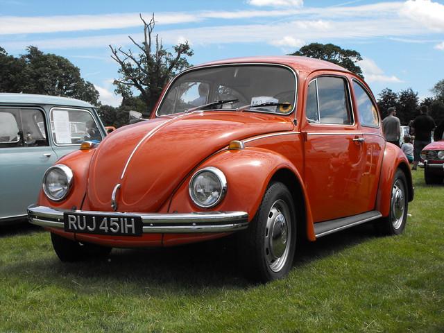 Volkswagen - RUJ 451H @ Luton 2017
