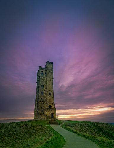 canon eos 1300d efs1018mm huddersfield westyorkshire england uk kirklees castlehill sunset dusk grass path walkway castle tower folly