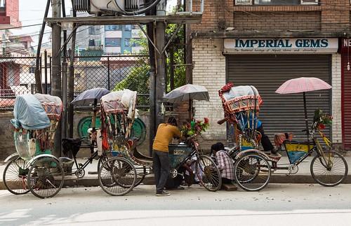 in Kathmandu_01 taxi pe 2 roti   by Valentin Groza