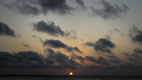 sunset borders boundaries line landscape skyscape skies clouds weather light contrast kontrast natur