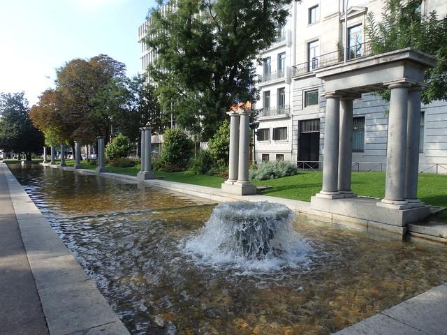 Pool and Fountain, Paseo de Recoletos