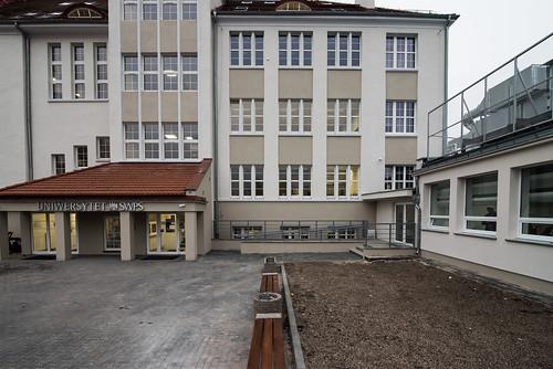 wejście na uczelnię, przed remontem