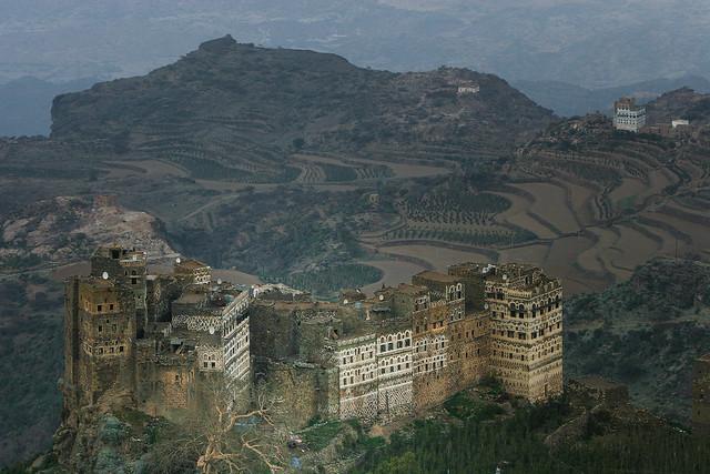 Yemen: village perché dans le djebel Haraz.