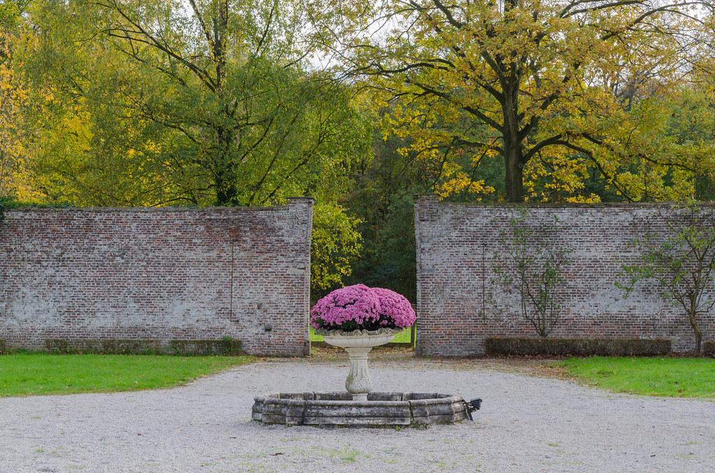Kasteel Van Wippelgem In De Ommuurde Moestuin Van Het Kast
