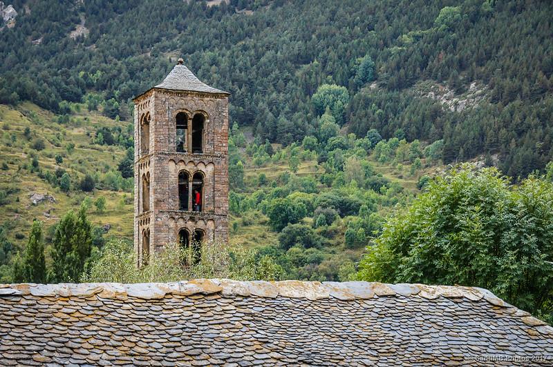 Turistas en el campanario de Sant Climent de Taüll