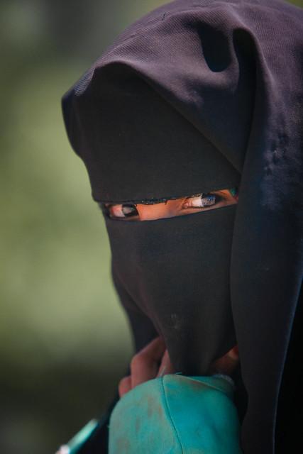 Yemen: enfant voilé à Jibla.