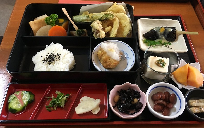 Bento lunch (medium), Arashiyama-kan Tofu & Vegetable, Arishiyama, Kyoto
