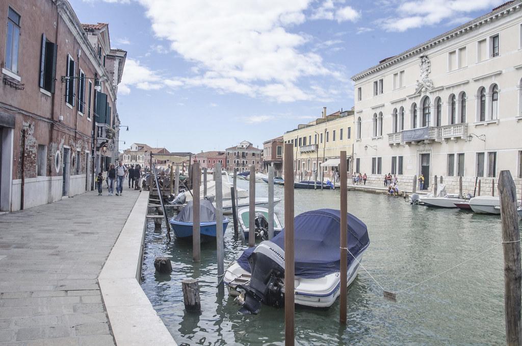 Museo Del Vetro Murano.Venezia Murano Sulla Destra Museo Del Vetro Palazzo