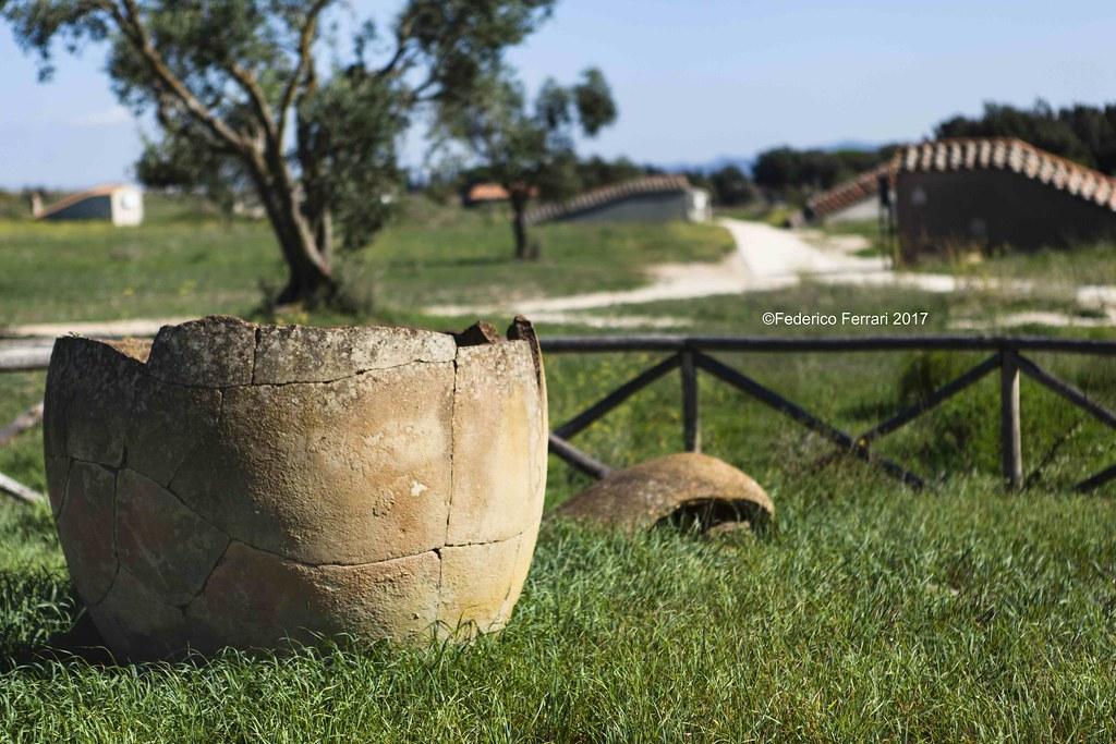 Necropoli dei Monterozzi Urna e paesaggio