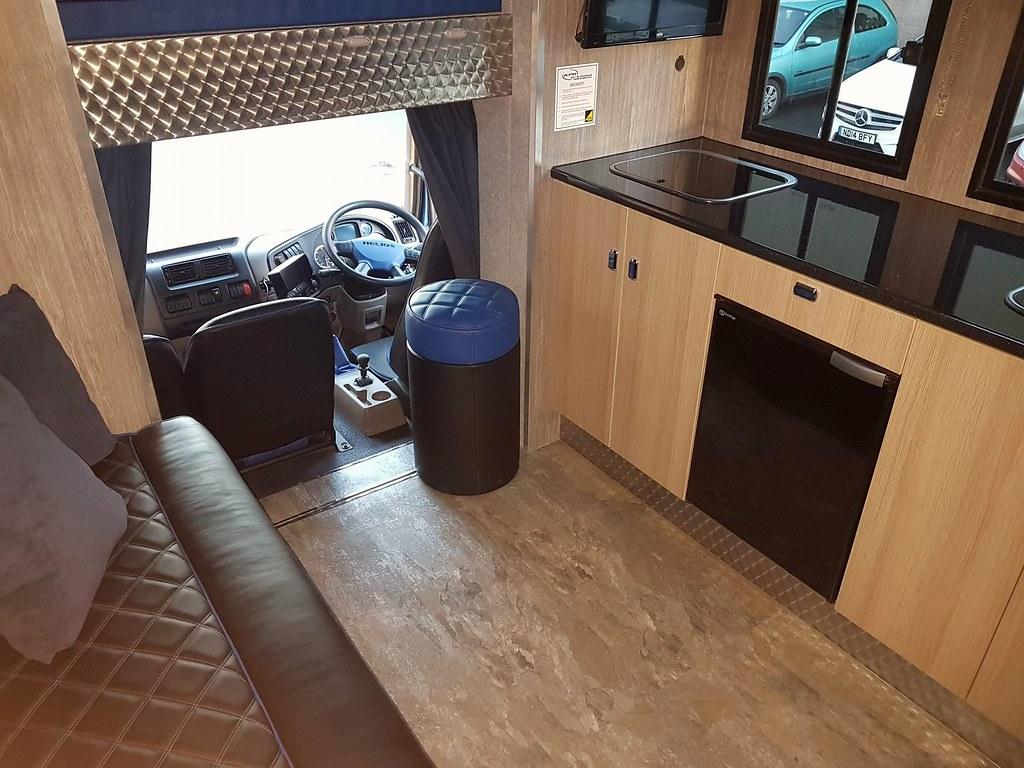 KPHLTD Helios #horsebox Raised Floor Living With Very Lar ...