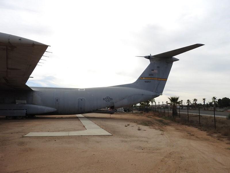 Lockheed C-141B Starlifter 3