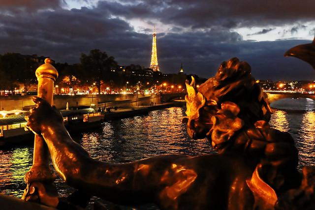 Bergère Ô Tour Eiffel, le troupeau des ponts bêle ce matin. (Guillaume Apollinaire)