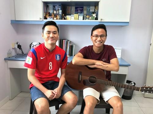 Beginner guitar lessons Singapore Zhi Yuan