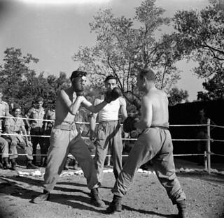 A boxing match at the Salvation Army Sports and Country Club, Piedemonte, Italy / Match de boxe au Club sportif et champêtre de l'Armée du salut, Piedemonte (Italie)