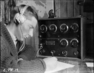 During the Hudson Strait Expedition, Lieutenant William Laurie of the Royal Canadian Corps of Signals uses a wireless radio at Base C, Wakeham Bay, Quebec / Durant l'expédition dans le détroit d'Hudson, le lieutenant William Laurie du Corps des trans