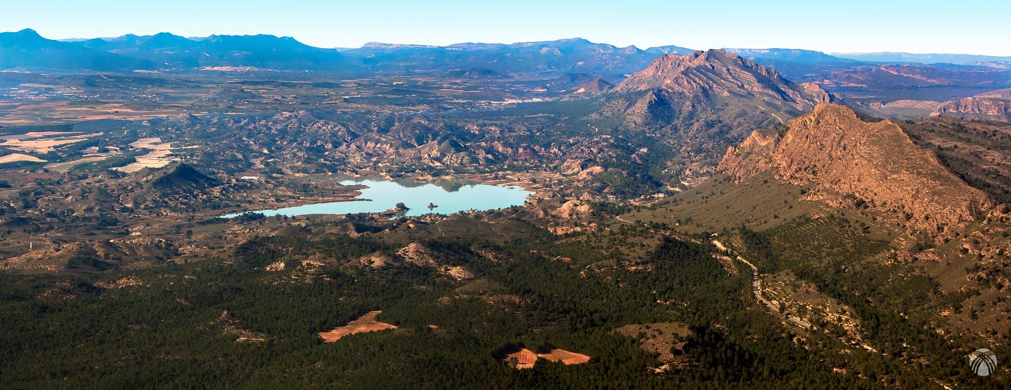 Panorama del embalse del Quípar y las sierras del Molino y la Palera