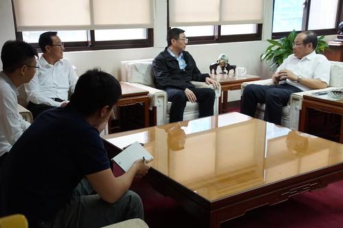 圖06民進黨卓融泰副秘書長蒞訪本會與莊理事長交換意見(1060627)