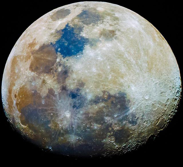 Moon colors