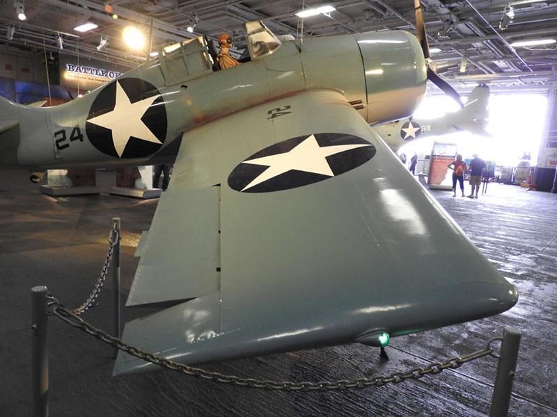 Grumman F4F-3 Wildcat 2