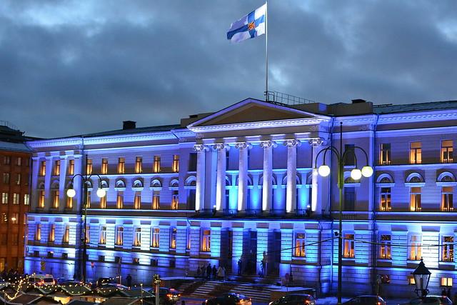 University of Helsinki: Finland 100 years festive lights (Senaatintori, 20171206)